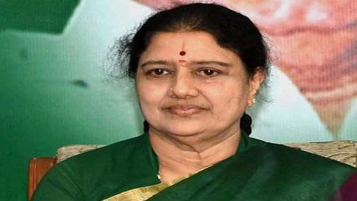 AIADMK expels 16 leaders from the party action taken against leaders who spoke to Sasikala