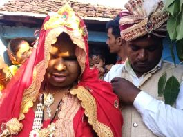 Bundelkhand The young man fell in love with a handicapped girl if the family members did not agree they went alone and got married