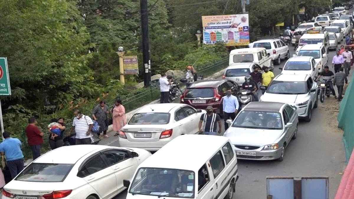 Hill station packed jammed several kilometers long