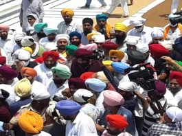 Punjab Navjot Sidhu demonstrated his strength reached Golden Temple with 62 MLAs
