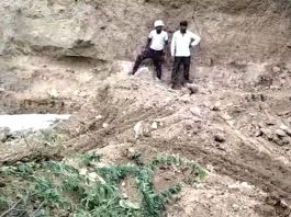 UP A major accident due to the collapse of an earthen mound more than half a dozen women buried