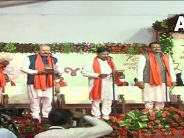 Gujarat 24 ministers took oath CM gave attention to the whole new team