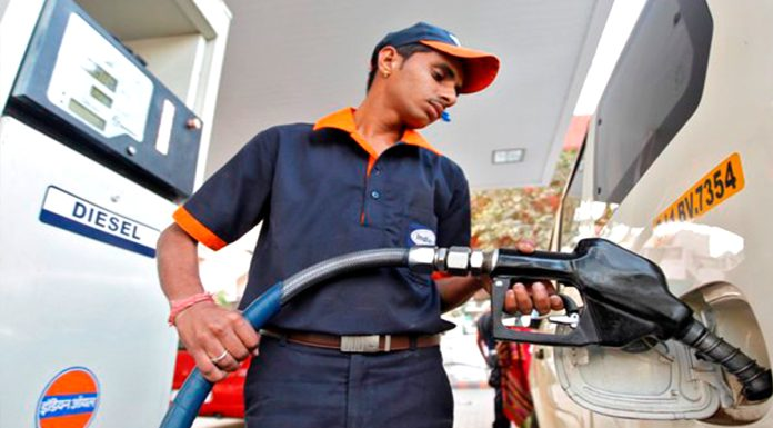 Delhi It is mandatory to show pollution certificate at petrol pump fine will have to be paid for not showing it.