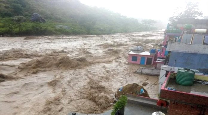 Heavy Rain Land slide at many places in Uttarakhand situation worsens